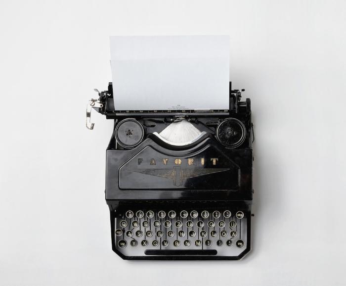 מכונת כתיבה 700X578